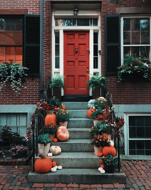 Sasha Prasastika Captures a Beautiful Fall Doorstep